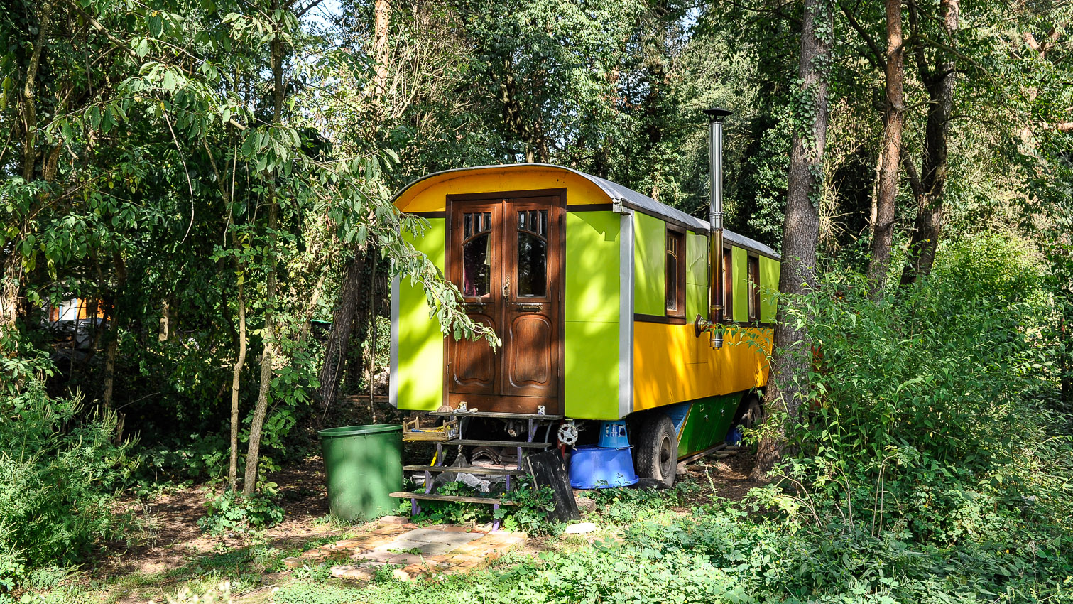 08-habitat-alternatif-yourte-cabane-decors-film-cinema-photo-belgium-bruxelles