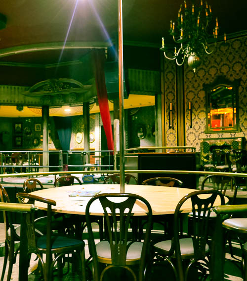 _12V-resto-bar-night-club-location-vente-recherche-decor-film-photo-cinema-bruxelles