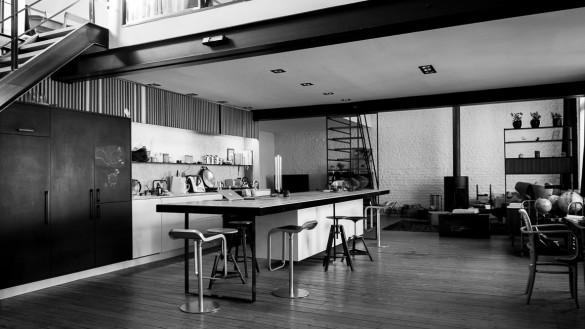 Décor de cuisine moderne dans un loft à Bruxelles